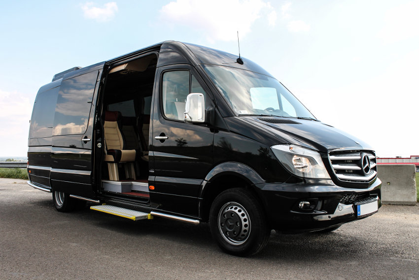 10 passenger sprinter mercedes benz shuttle bus totonto